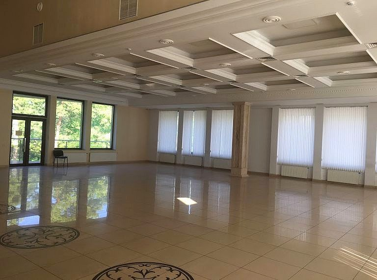 FOR RENT: LUXURY COMMERCIAL BUILDING IN CHISINAU.