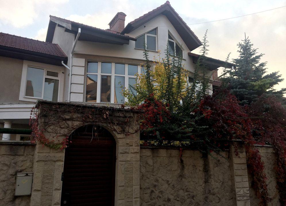 Продажа: Трехуровневый дом в тихой зоне центра Кишинева.