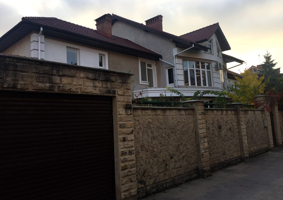 For sale: Three-level house in the center of Chisinau.
